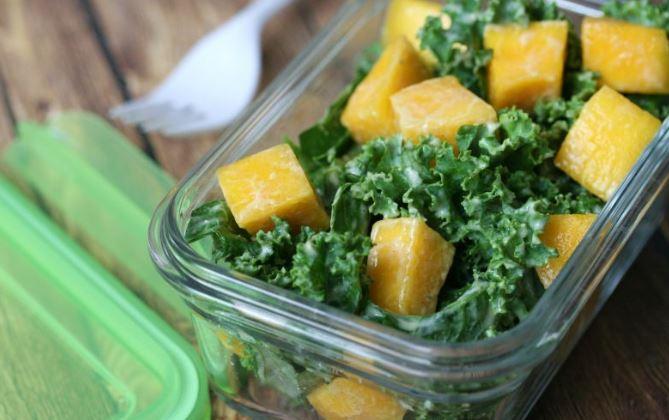 ensalada de col y mango